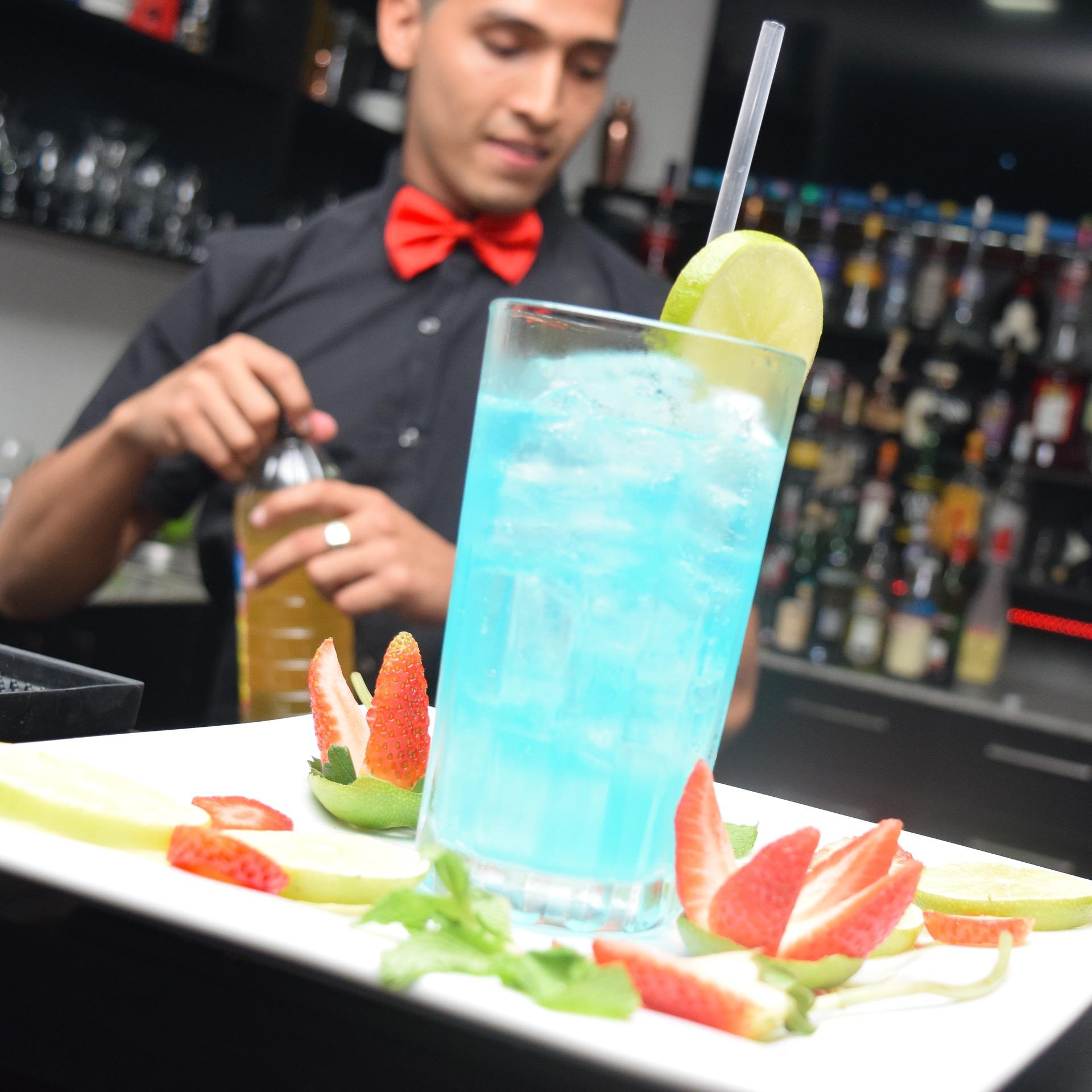 waiter-1893436_1920